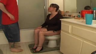 Жополиз в госпожа и туалете