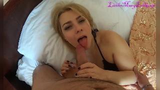Блондинка проснулась и оказалась готова к сексу