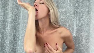 Джина Герсон промышляет мастурбацией